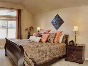 014_Master Bedroom 180