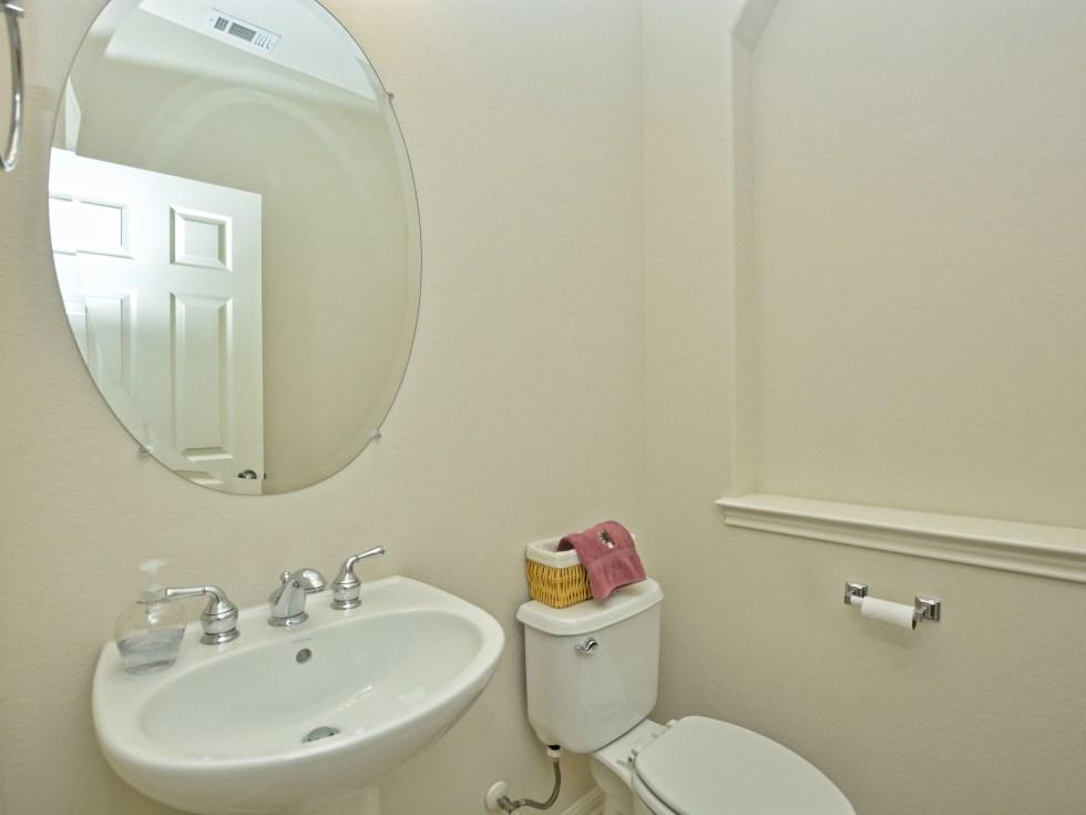 020_4th Bathroom