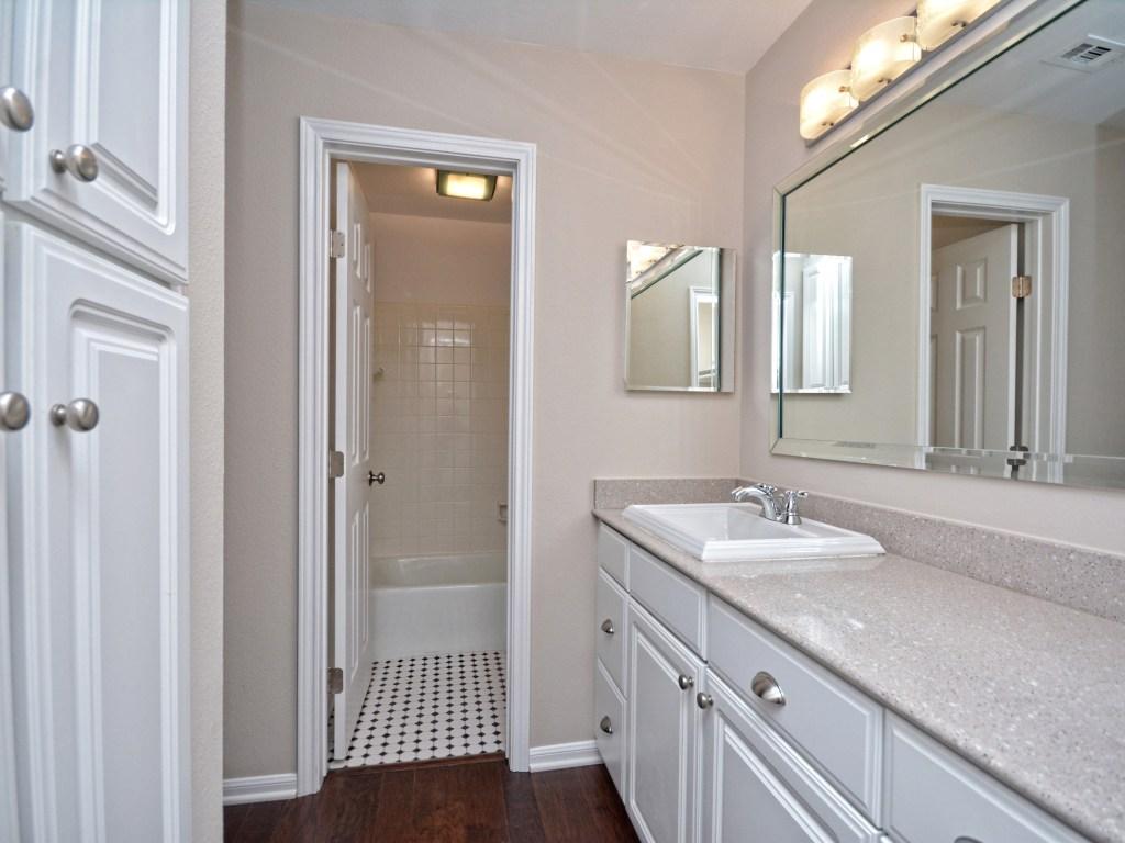 011_Master Bathroom2