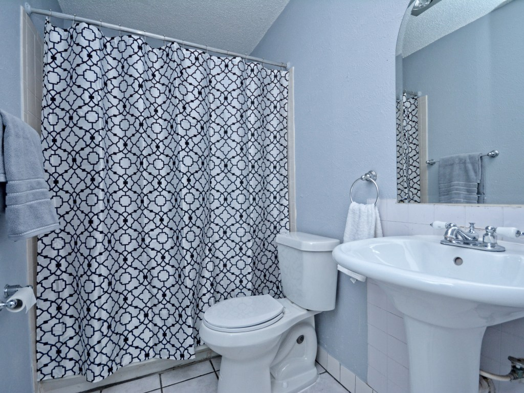 016_2nd Bathroom