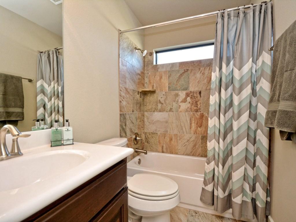 018_2nd Bathroom