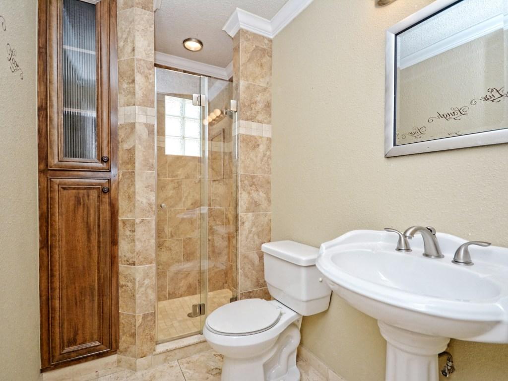 015_2nd Bathroom