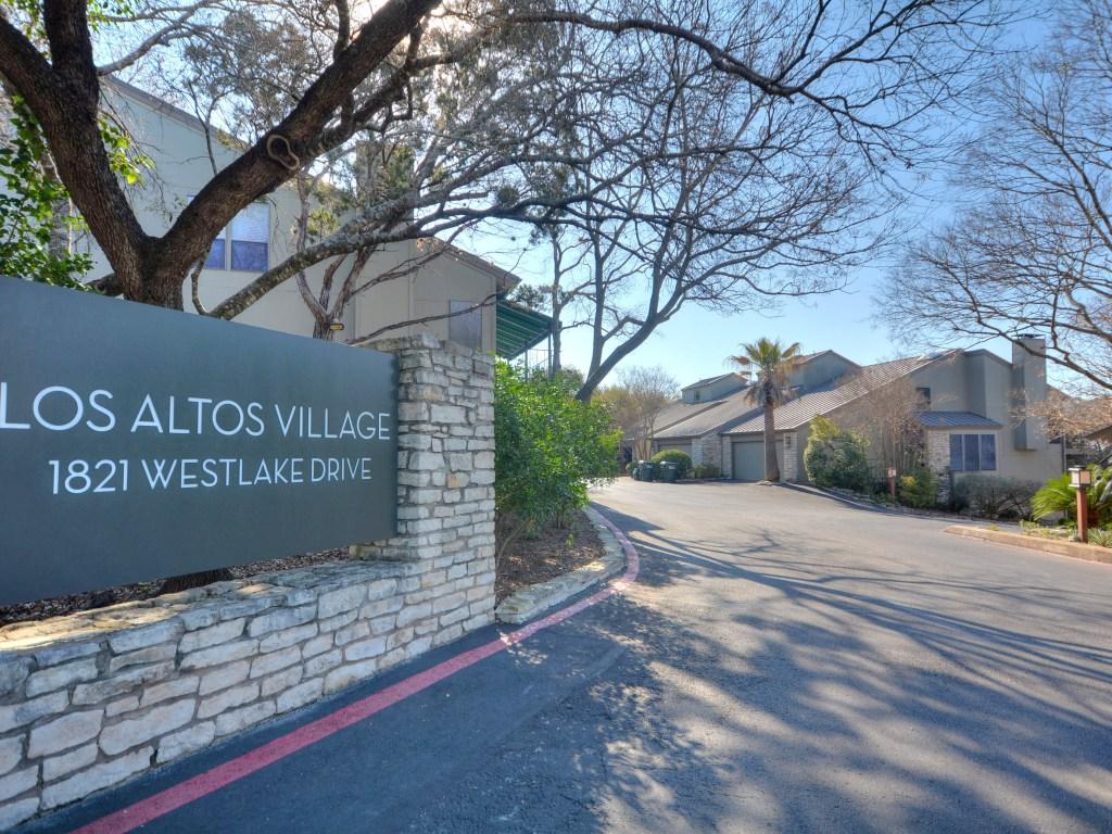 028_Los Altos Village