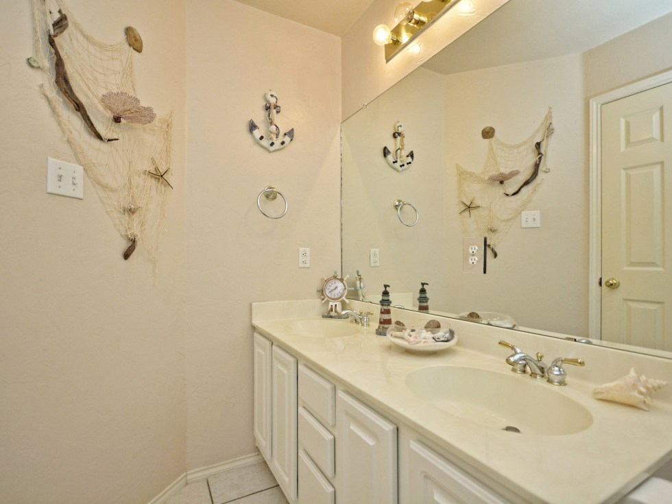 016_2nd Bathroom2