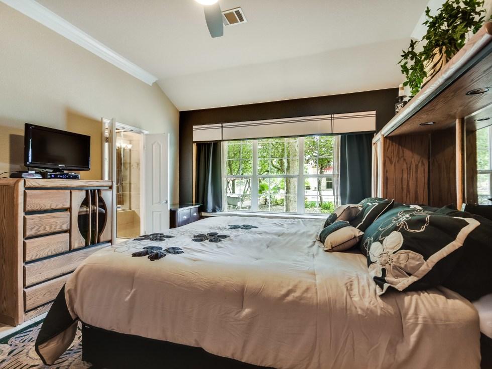 017_Master Bedroom2