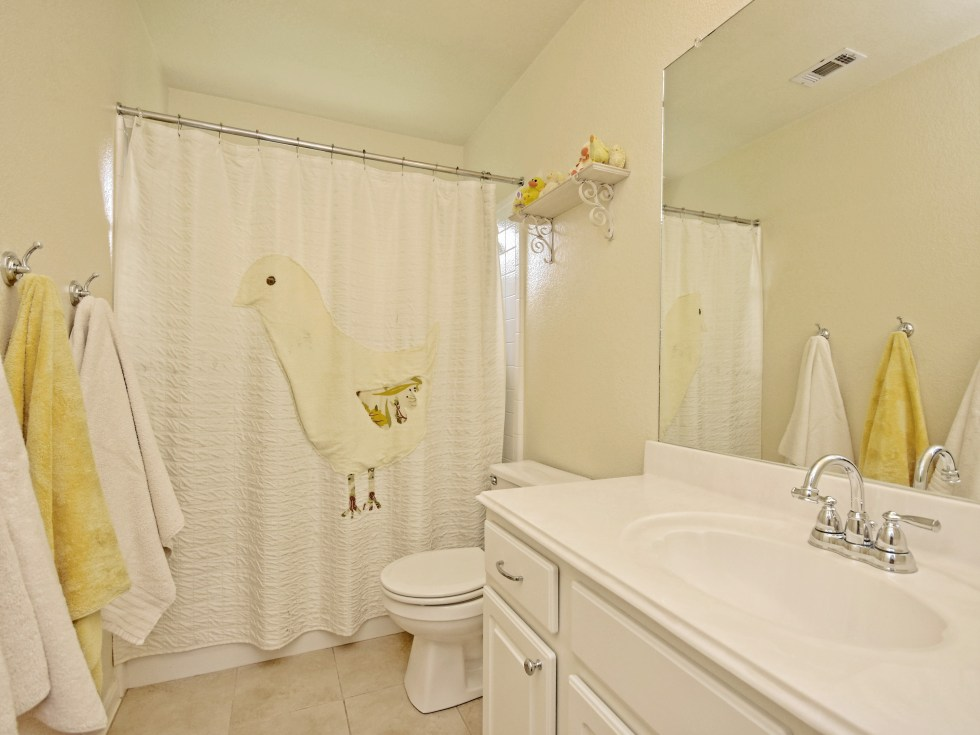 019_2nd Bathroom