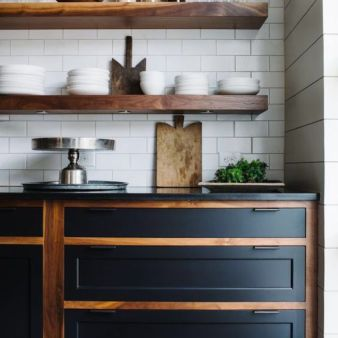 BECKI-OWENS-Two-Tone-Kitchen-Contrast-Drawers